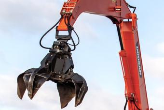 Doosan grapple attachment for material handlers.