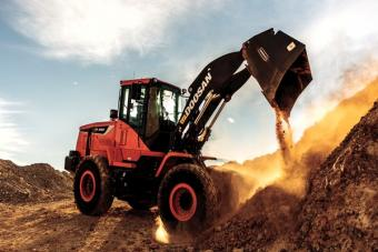 Doosan DL280-5 Wheel Loader dumping dirty on a desert jobsite.